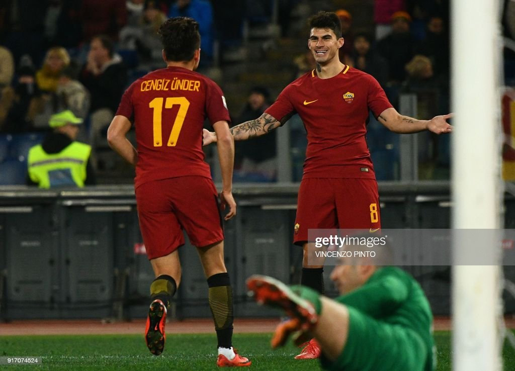 AS Roma's midfielder from Turkey Cengiz Under (L) celebrates after scoring a goal during the Italian Serie A football match AS Roma vs Benevento on February 11, 2018, at the Olympic Stadium in Rome. / AFP PHOTO / Vincenzo PINTO