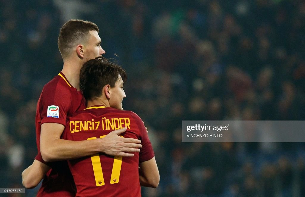 AS Roma's midfielder from Turkey Cengiz Under (R) celebrates with AS Roma's forward from Bosnia Edin Dzeko (L) after scoring his second goal during the Italian Serie A football match AS Roma vs Benevento on February 11, 2018, at the Olympic Stadium in Rome. / AFP PHOTO / Vincenzo PINTO