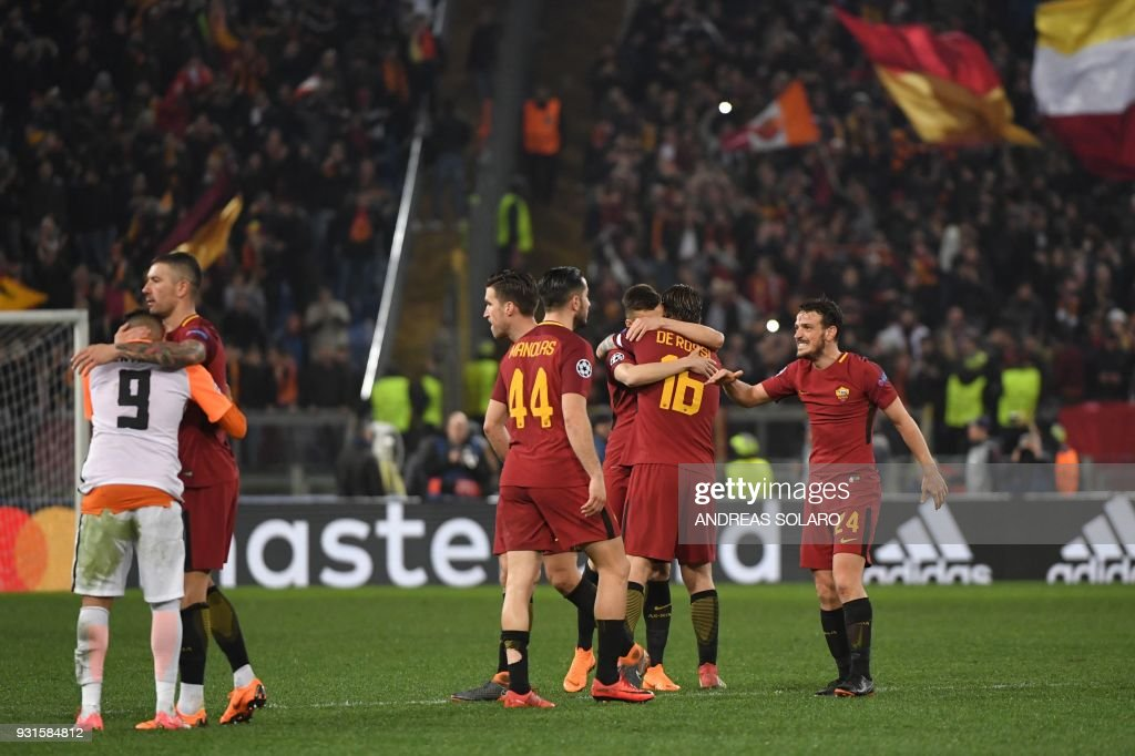 AS Roma's players celebrate afer winning 1-0 the UEFA Champions League round of 16 second leg football match AS Roma vs Shakhtar Donetsk on March 13, 2018 at the Olympic stadium in Rome. Roma reached the Champions League quarter-finals for the first time in 10 years as Edin Dzeko edged them past Shakhtar Donetsk 1-0 at the Stadio Olimpico on Tuesday for an away goals victory. / AFP PHOTO / Andreas SOLARO