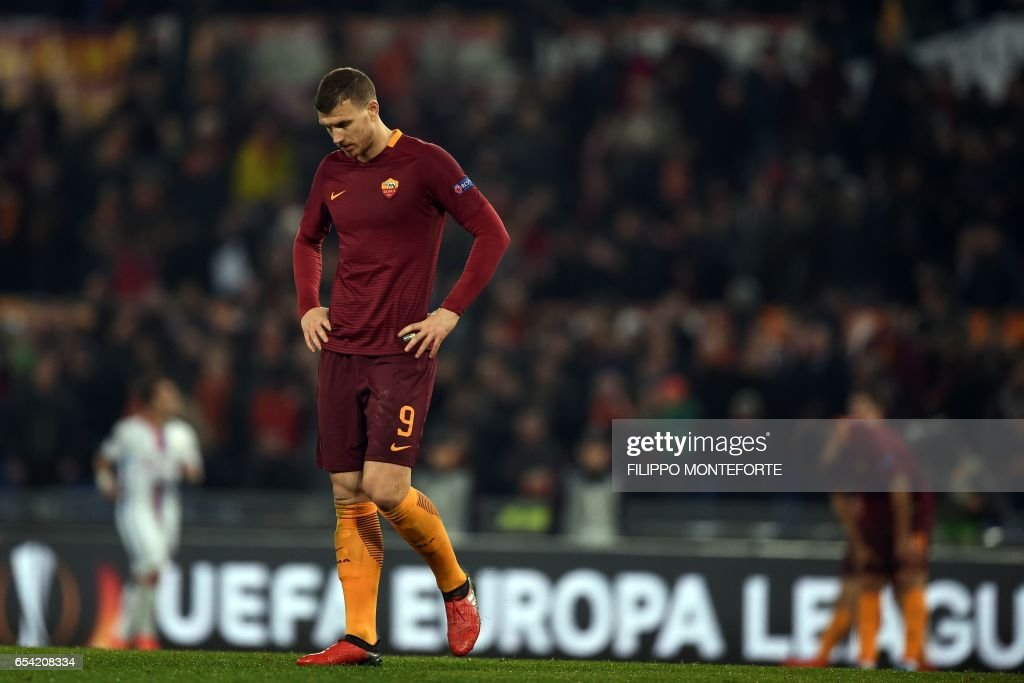 Roma's Serbian forward Edin Dzeko reacts during the qualifying UEFA Europa League match AS Roma versus Lyon at Rome's Olympic stadium, on March 16, 2017. /