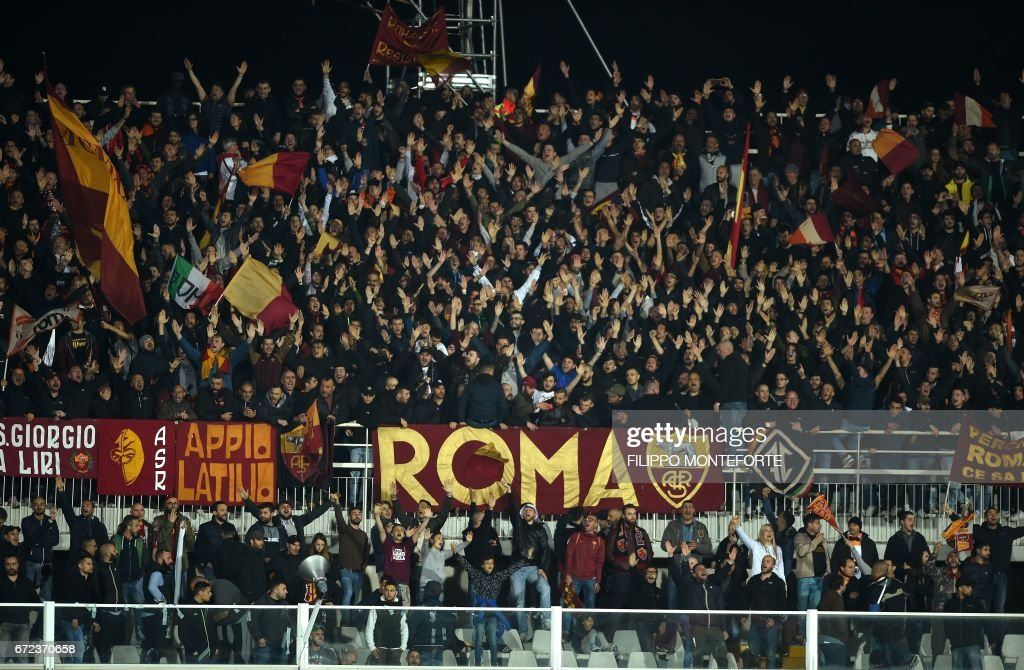 Roma's supporters cheer their team during the Italian Serie A football match Pascara vs Roma at the Adriatico Stadium in Pescara on April 24, 2017. /