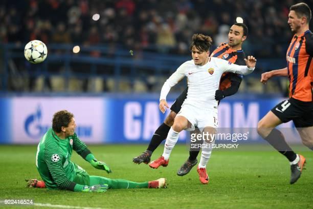 Roma's Turkish midfielder Cengiz Under shoots the ball to score a goal against Shakhtar Donetsk's goalkeeper Andriy Pyatov during the UEFA Champions...