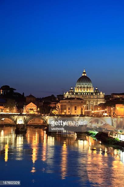 Roma al crepuscolo: Basilica di San Pietro nella riflessione