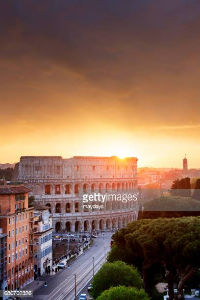 rome, colosseum at sunset - periodo medievale stock pictures, royalty-free photos & images