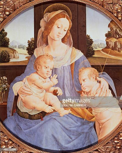 Rome, Galleria Borghese Tondo with the Virgin and Child with Saint John, by Lorenzo di Credi , 89.5 cm diameter. Detail.