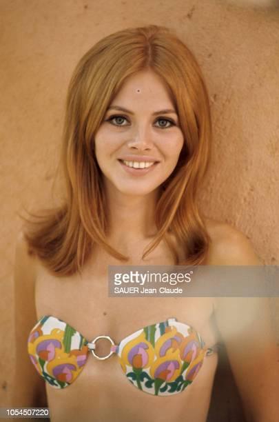 Rome Italie septembre 1968 L'actrice suédoise Britt EKLAND à Rome avec sa fille Victoria Sellers 3 ans et demi pour le tournage du film Les...