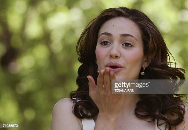"""Actress Jacinda Barrett of Australia poses during a photocall to present """"Poseidon"""" directed by German Wolfgang Petersen, 31 May 2006 in Rome. AFP..."""