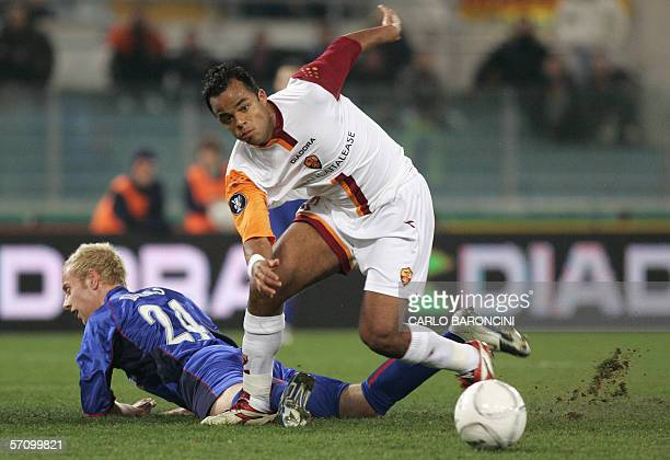 AS Roma's midfielder Alessandro Amantino of Brazil vies with Middlesbrough's defender Andrew Davies during their Uefa Cup match at Olimpic stadium in...