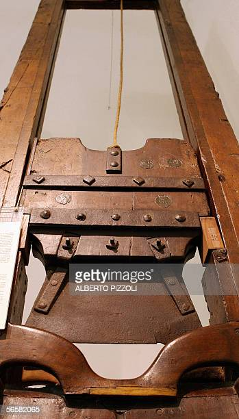 TO GO WITH AFP STORY Le taureau de feu et la guillotine des papes au musee du crime a Rome Picture dated 12 January 2006 at the Criminal museum in...