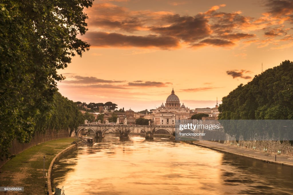rome skyline at dusk : Foto stock