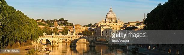 "Alba Ponte Sant ""Angelo a Roma San Pietro Vaticano panorama Tevere Italia"