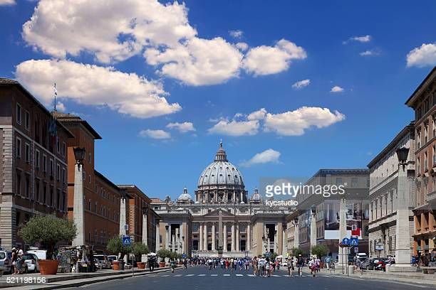 rome, vatican city with saint peter's basilica - st. peter's square stock pictures, royalty-free photos & images