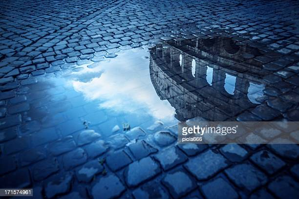 Roma agua con reflejos: the Colosseum