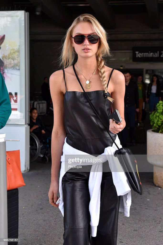 Celebrity Sightings At Nice Airport - The 71st Annual Cannes Film Festival : Fotografía de noticias