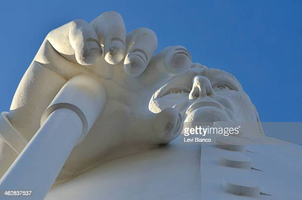 CONTENT] Romeiros e devotos visitam a Estátua de Padre Cícero durante a romaria de finados em Juazeiro do Norte | Pilgrims and devotees visit the...
