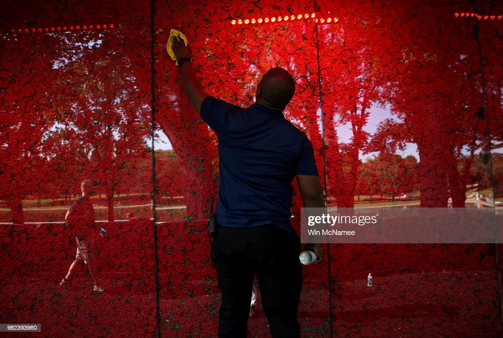 Poppy Memorial Installed On National Mall For Memorial Day Weekend