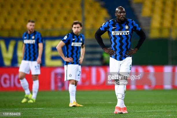 Romelu Lukaku , Nicolo Barella and Milan Skriniar of FC Internazionale look dejected during the Serie A football match between Parma Calcio and FC...