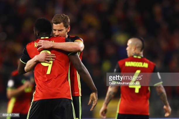 Romelu Lukaku of Belgium celebrates scoring his teams first goal of the game with team mate Jan Vertonghen during the FIFA 2018 World Cup Group H...