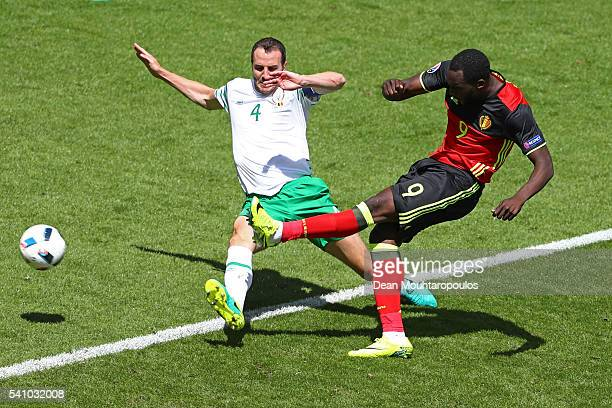Romelu Lukaku of Belgium scores his team's first goal during the UEFA EURO 2016 Group E match between Belgium and Republic of Ireland at Stade Matmut...