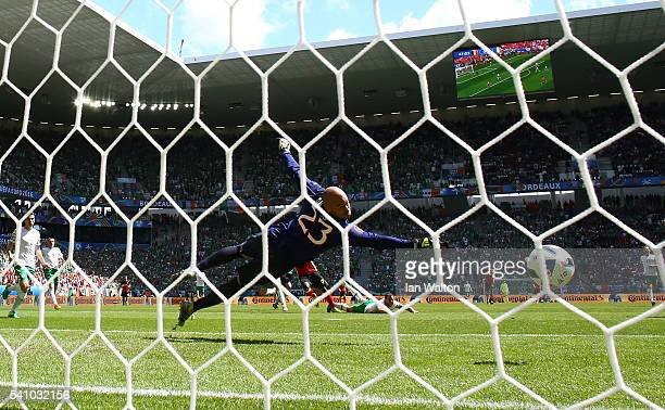Romelu Lukaku of Belgium scores his team's first goal past Darren Randolph of Republic of Ireland during the UEFA EURO 2016 Group E match between...