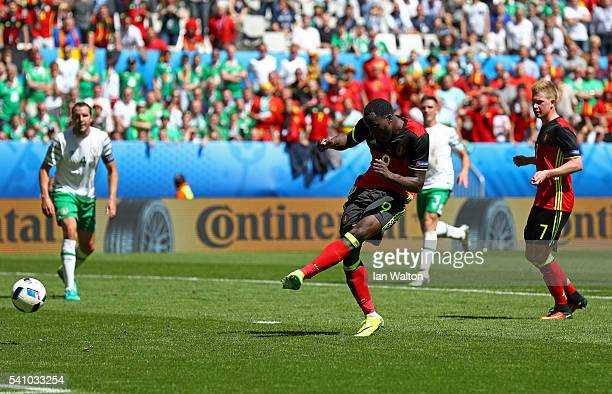 Romelu Lukaku of Belgium scores his team's third goal during the UEFA EURO 2016 Group E match between Belgium and Republic of Ireland at Stade Matmut...