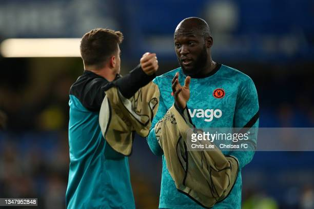 Romelu Lukaku of Chelsea and Mason Mount of Chelsea warming up during the UEFA Champions League group H match between Chelsea FC and Malmo FF at...
