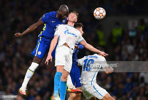Romelu Lukaku of Chelsea beats Dmitri Chistyakov of Zenit St. Petersburg to score their side's first goal during the UEFA Champions League group H...