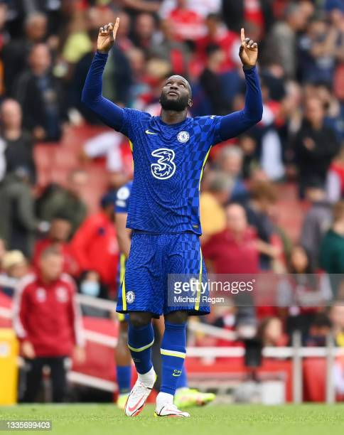 Romelu Lukaku of Chelsea celebrates after victory in the Premier League match between Arsenal and Chelsea at Emirates Stadium on August 22, 2021 in...
