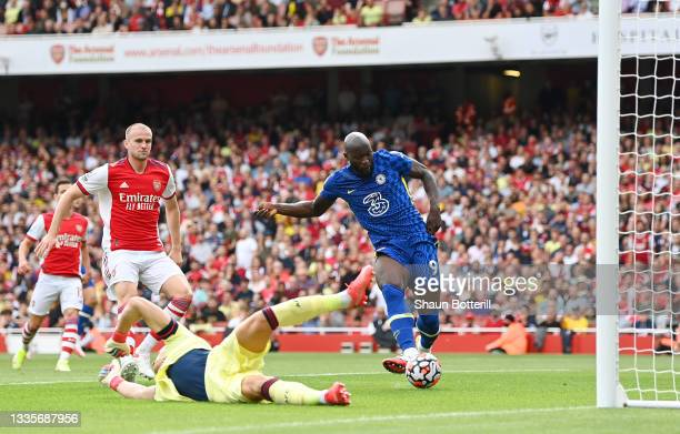 Romelu Lukaku of Chelsea scores their side's first goal past Bernd Leno of Arsenal during the Premier League match between Arsenal and Chelsea at...