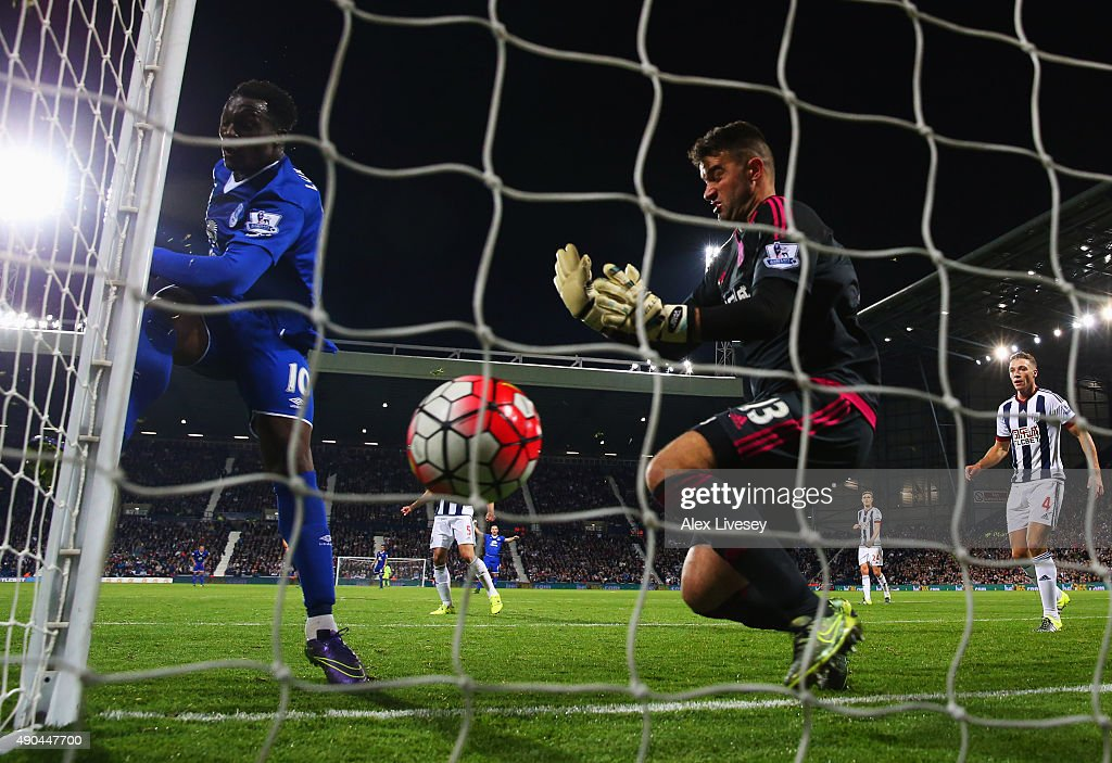 Romelu Lukaku of Everton (L) beats goalkeeper Boaz Myhill of West Bromwich Albion as he scores their third goal during the Barclays Premier League match between West Bromwich Albion and Everton at The Hawthorns on September 28, 2015 in West Bromwich, United Kingdom.