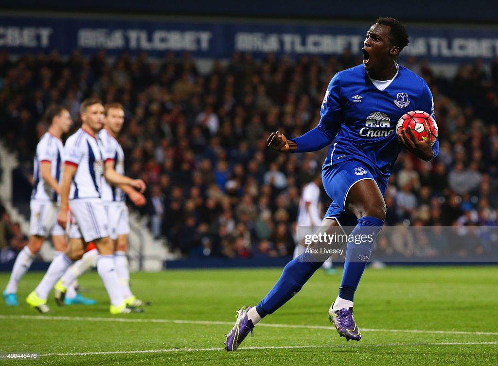 Romelu Lukaku of Everton celebrates as he scores their first goal as West Bromwich Albion defenders look dejected during the Barclays Premier League match between West Bromwich Albion and Everton at The Hawthorns on September 28, 2015 in West Bromwich, United Kingdom.