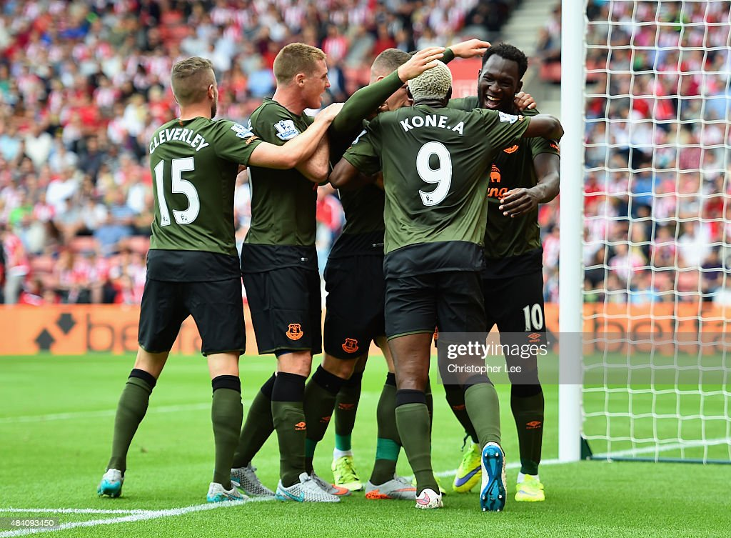 Romelu Lukaku (1st R) of Everton celebrates scoring his team's first goal with his team mates during the Barclays Premier League match between Southampton and Everton at St Mary's Stadium on August 15, 2015 in Southampton, United Kingdom.