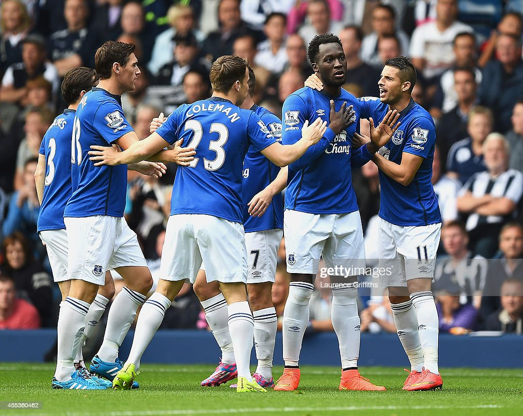 Romelu Lukaku (2ndR) of Everton celebrates scoring the opening goal with team mates during the Barclays Premier League match between West Bromwich Albion and Everton at The Hawthorns on September 13, 2014 in West Bromwich, England.
