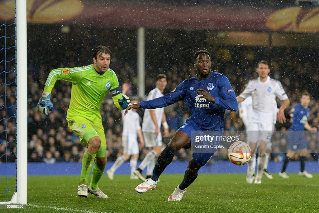 Romelu Lukaku of Everton controls the ball as goalkeeper Oleksandr Shovkovskiy of Dynamo Kyiv closes in during the UEFA Europa League Round of 16, first leg match between Everton and FC Dynamo Kyiv at Goodison Park on March 12, 2015 in Liverpool, United Kingdom.