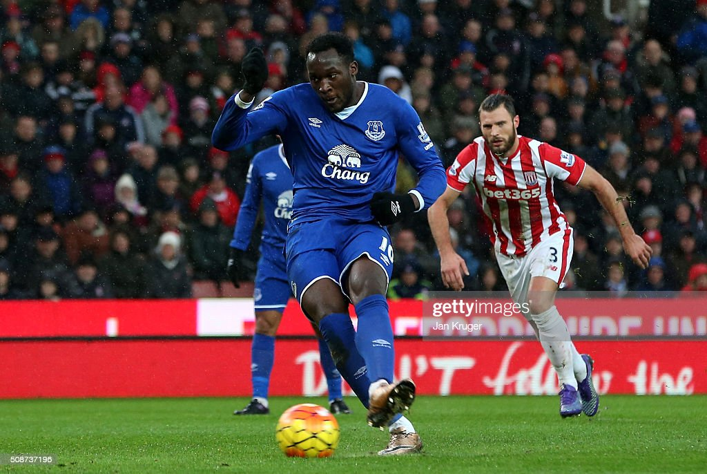 Romelu Lukaku of Everton converts the penalty to scores his team's first goal during the Barclays Premier League match between Stoke City and Everton at Britannia Stadium on February 6, 2016 in Stoke on Trentl, England.