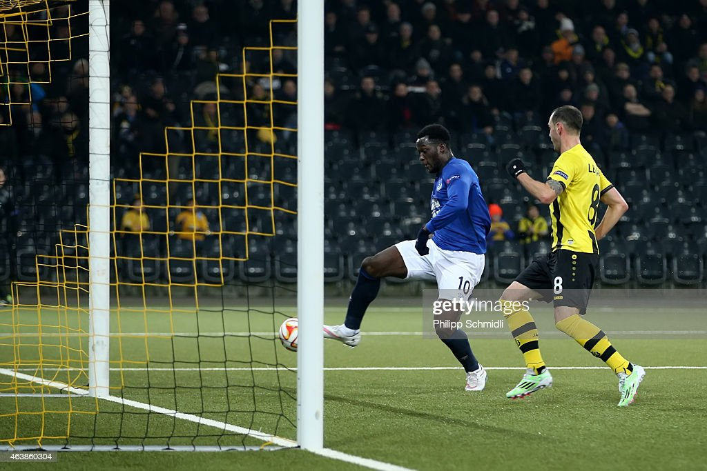 Romelu Lukaku (L) of Everton FC scores his second and Evertons third goal during the UEFA Europa League Round of 32 match between BSC Young Boys and Everton FC at Stade de Suisse, Wankdorf on February 19, 2015 in Bern, Switzerland.