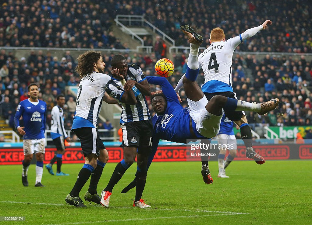 Romelu Lukaku of Everton is challenged by Fabricio Coloccini (2), Chancel Mbemba (18) and Jack Colback of Newcastle United (4) as he attempts an overhead kick during the Barclays Premier League match between Newcastle United and Everton at St James' Park on December 26, 2015 in Newcastle upon Tyne, England.