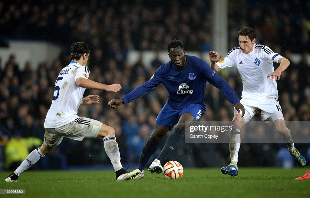 Romelu Lukaku of Everton is closed down by Vitorino Antunes of Dynamo Kyiv and Denys Garmash of Dynamo Kyiv during the UEFA Europa League Round of 16, first leg match between Everton and FC Dynamo Kyiv at Goodison Park on March 12, 2015 in Liverpool, United Kingdom.