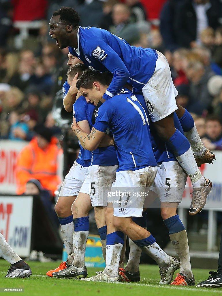 Newcastle United v Everton - Premier League : News Photo