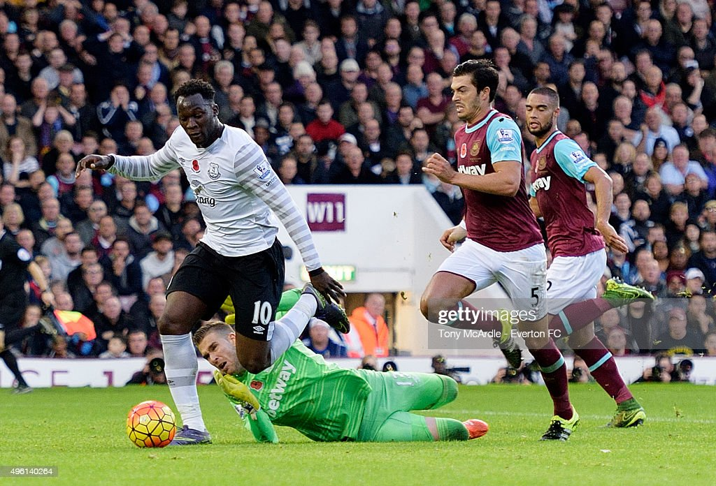 Romelu Lukaku of Everton leaves West Ham United Goalkeeper, Adrian in his wake to score during the Barclays Premier League match between West Ham United and Everton at Boleyn Ground on November 7, 2015 in London, England.