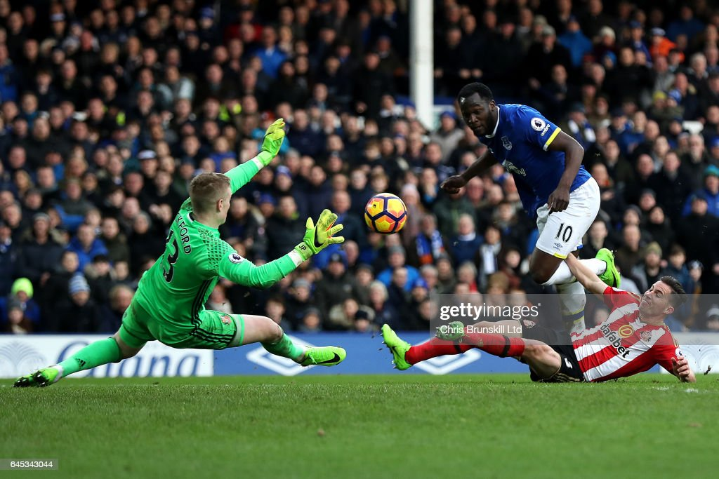 Romelu Lukaku of Everton scores his side's second goal past Jordan Pickford of Sunderland during the Premier League match between Everton and Sunderland at Goodison Park on February 25, 2017 in Liverpool, England.