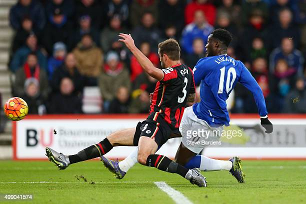 Romelu Lukaku of Everton scores his team's second goal during the Barclays Premier League match between A.F.C. Bournemouth and Everton at Vitality...