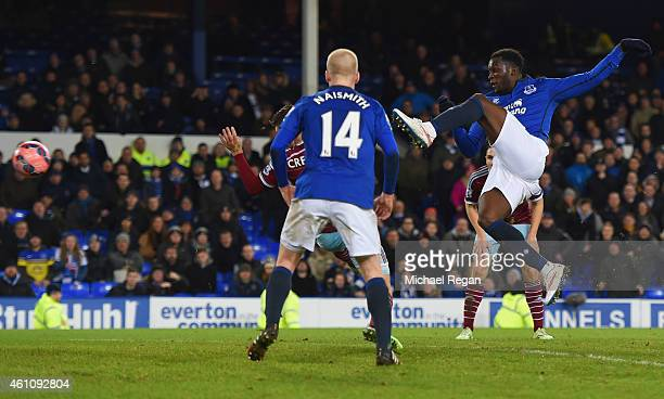 Romelu Lukaku of Everton scores their first and equalising goal during the FA Cup Third Round match between Everton and West Ham United at Goodison...
