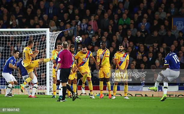 Romelu Lukaku of Everton scores their first goal from a free kick during the Premier League match between Everton and Crystal Palace at Goodison Park...