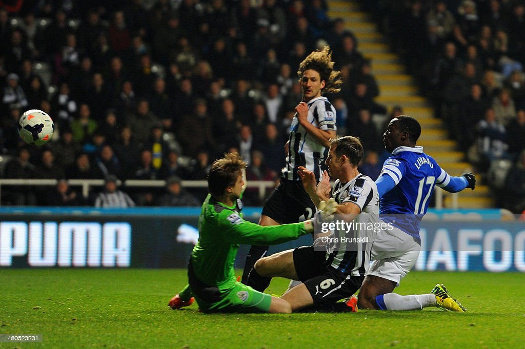 Romelu Lukaku of Everton scores their second goal past Tim Krul of Newcastle United during the Barclays Premier League match between Newcastle United and Everton at St James' Park on March 25, 2014 in Newcastle upon Tyne, England.