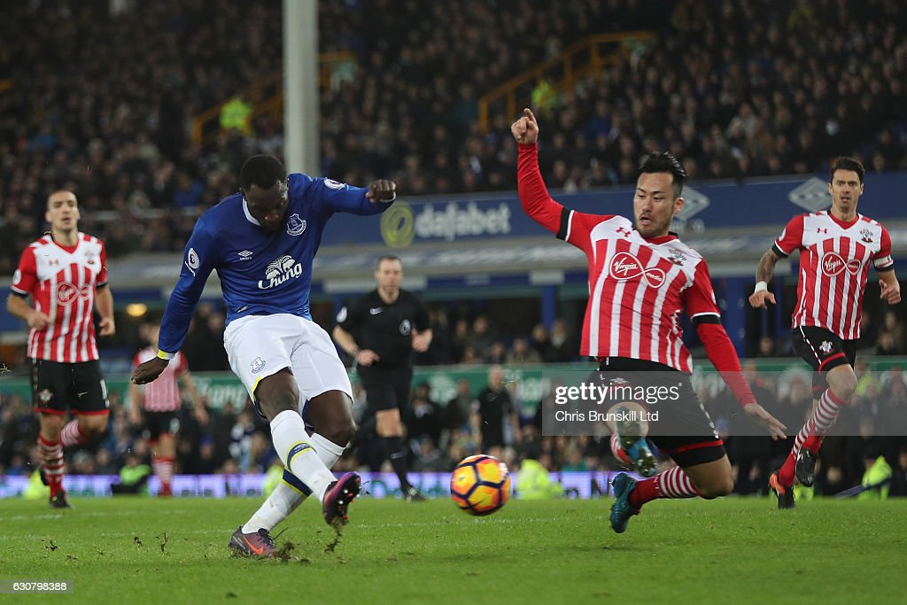 Romelu Lukaku of Everton scores to make it 3:0 during the Premier League match between Everton and Southampton at Goodison Park on January 2, 2017 in Liverpool, England.