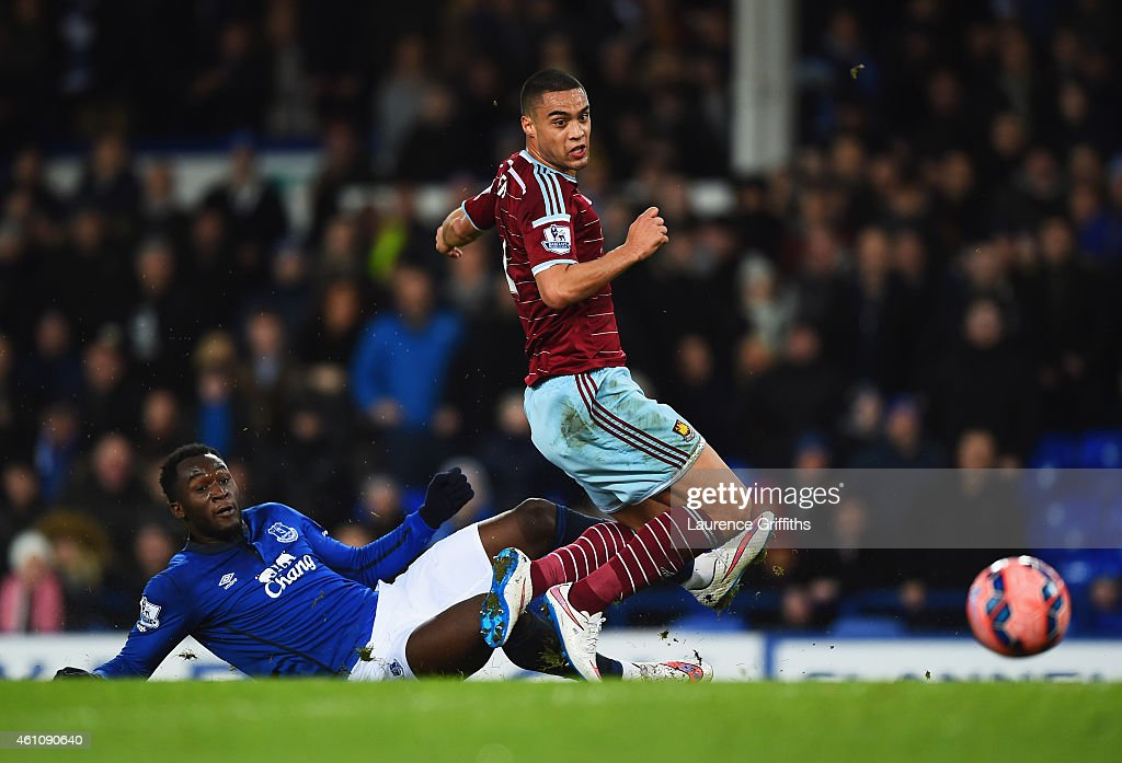 Everton v West Ham United - FA Cup Third Round : News Photo