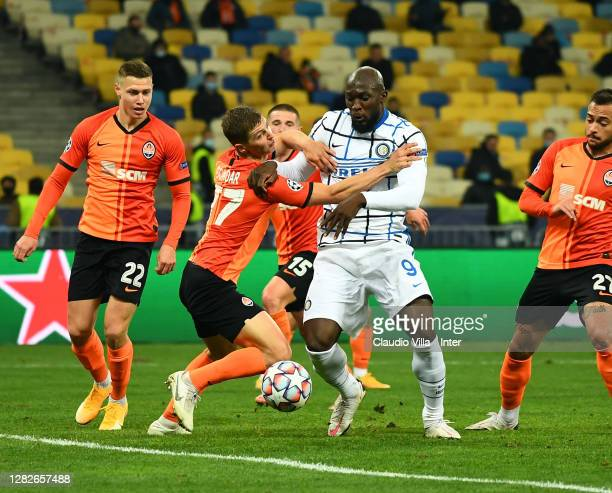 Romelu Lukaku of FC Internazionale and Valeriy Bondar of Shakhtar Donetsk compete for the ball during the UEFA Champions League Group B stage match...