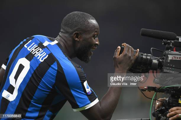 Romelu Lukaku of FC Internazionale celebrates after scoring the second goal of his teamduring the Serie A match between AC Milan and FC...