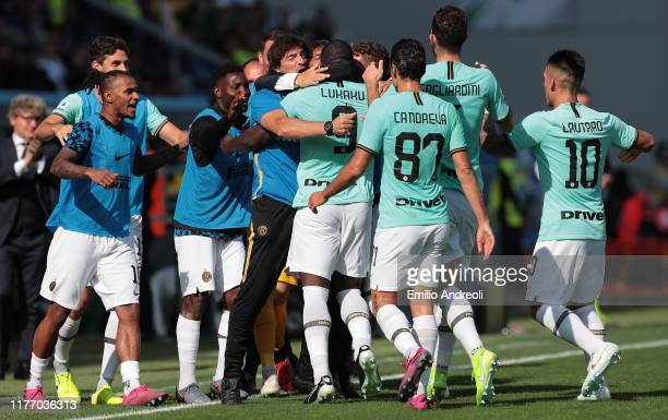 Romelu Lukaku of FC Internazionale celebrates his first goal with his teammates during the Serie A match between US Sassuolo and FC Internazionale at...
